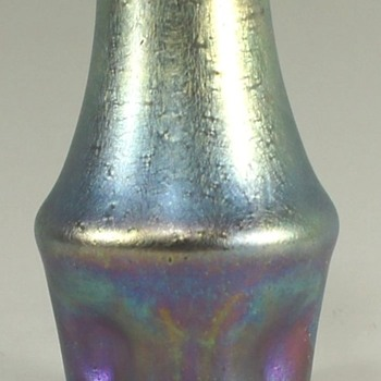 LOETZ II-1058, IN A STRANGE KIND OF SILBERIRIS. - Art Glass