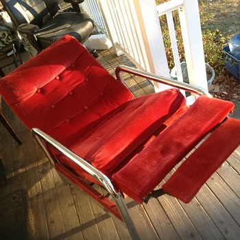 what is the make of this recliner  chair  - Furniture