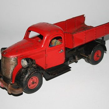 vebe wind up truck tin toy