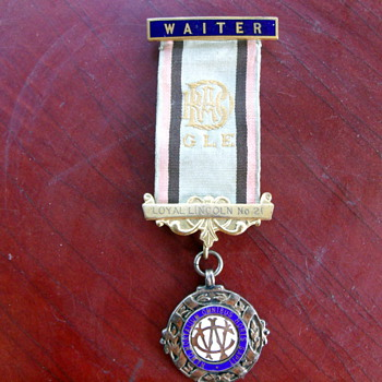 Loyal Lincoln Waiter Metal ?? - Medals Pins and Badges
