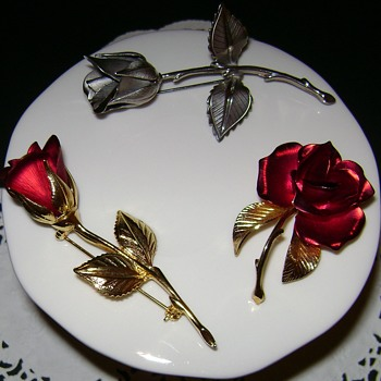 Giovanni Rose Brooches - Costume Jewelry