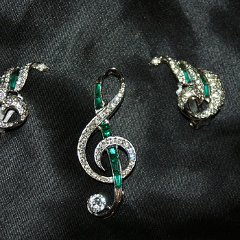 Dilemma:  Lost stone - Costume Jewelry
