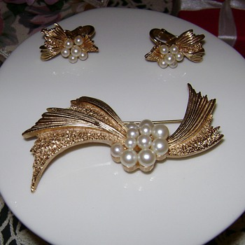 Crown Trifari Brooch with Earrings