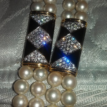 Gorgeous Guy Laroche All pearl with onyx and gorgeous triangle shaped diamond Galore