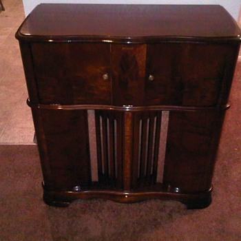 1942 RCA Victrola V-215: All original and working! - Radios