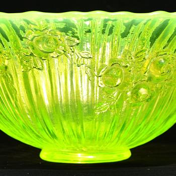 Fenton vaseline bowl
