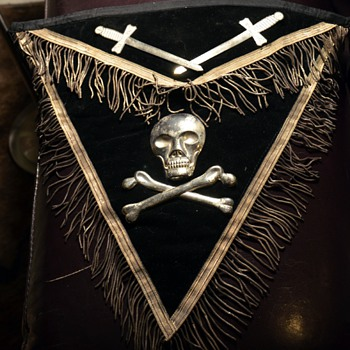 Apron and Sash of Masons? Knights Templar? - Medals Pins and Badges
