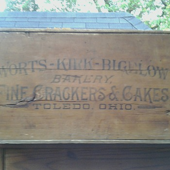 Worts-Kirk-Bigelow Bakery Fine Crackers &amp; Cakes Crate - Advertising