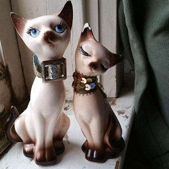 Vintage Siamesee cats salt and pepper shakers