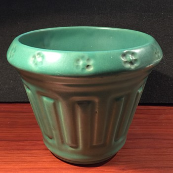 Roseville Matte Green Planter - Art Pottery
