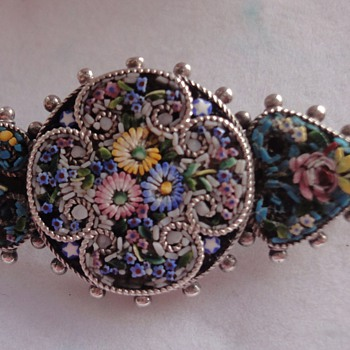Nice littleVictorian flower Micro Mosaic brooch set in silver