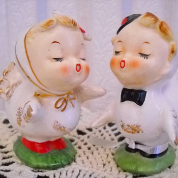 THANKSGIVING KISSING BOY & GIRL TURKEY SALT & PEPPER SHAKERS - Kitchen
