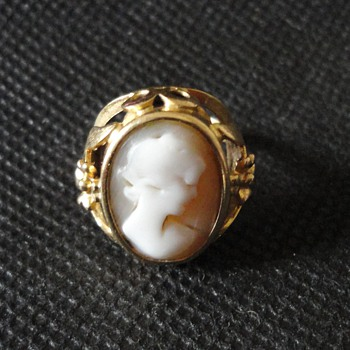 Jugendstil Historismus German Cameo Gold Ring c. 1900