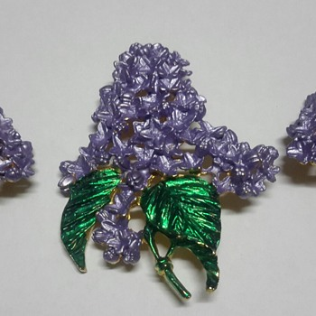 Large Purple Textured Flower Brooch and Clip On Earrings - Costume Jewelry