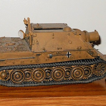 Sturmtiger 1/35th Scale Assult Tank Model - Military and Wartime