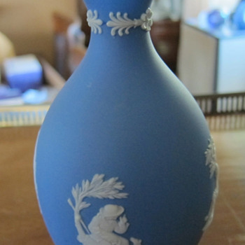 "Wedgwood Vase ""8 inch""  - Dipped ? - China and Dinnerware"