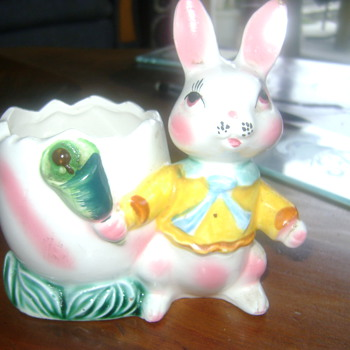 Vintage easter bunny planter - Figurines