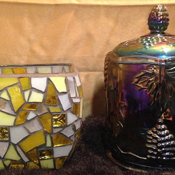 Anyone who is familiar with Carnival and Art glass recognize these markings> - Glassware