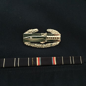 CARR US NAVY shirt with ribbon and medal - is this a us navy shirt? - Military and Wartime