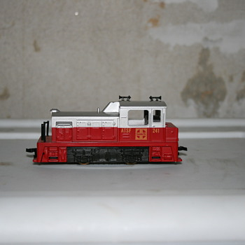 HO Scale Train Engine
