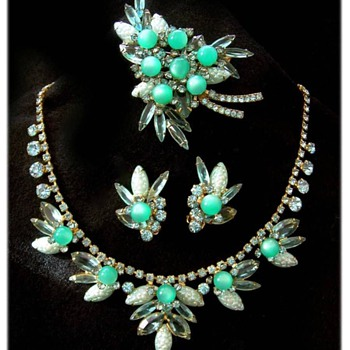 I covet.  - Costume Jewelry