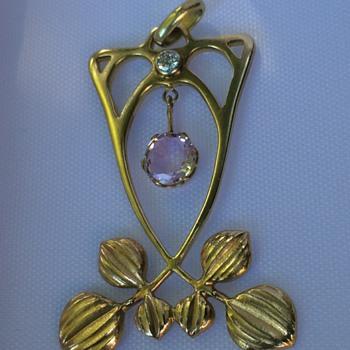 Jugendstil gold pendant