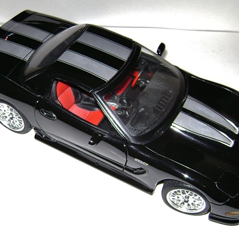 Maisto Die Cast Corvette - Model Cars