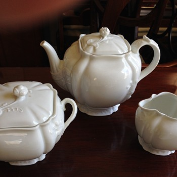Haviland Teapot, sugar and creamer with demitasse cups and saucers