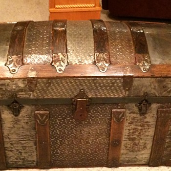 Small  trunk (cross slat/ barrel top)1880s or so