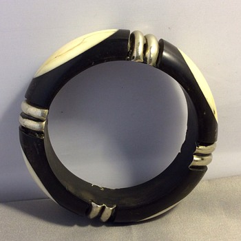 Bakelite bangle ? - Costume Jewelry