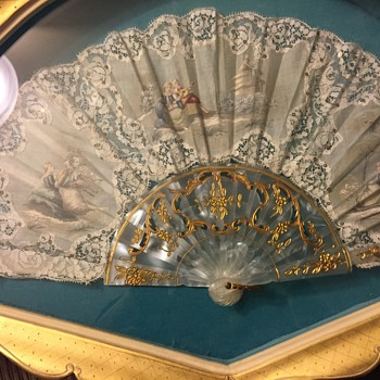 Beautiful folding fan - Victorian Era