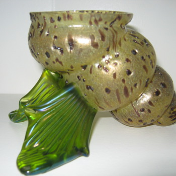 Kralik Shell / Cornucopia Vase shape shift design Amethyst Confetti Overshot Decor ca 1900 - Art Glass