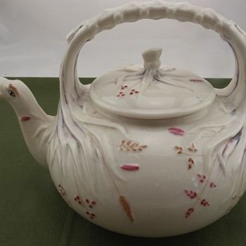 Belleek Grass Kettle - 1st mark