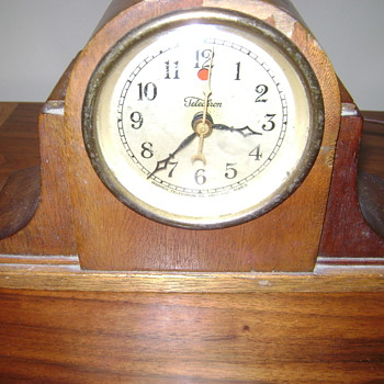 Old clock - that is all I know - Clocks