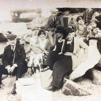 B/W Photo, Early 20th Century, Family Picnic - Photographs