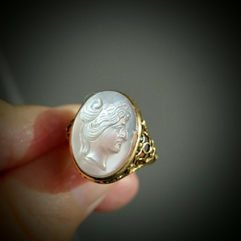 Moonstone cameo ring, part 2, KYRATISED !