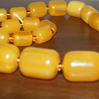 Vintage Necklace - Bakelite??