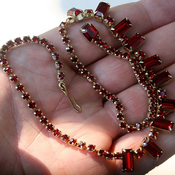 Beautiful Vintage Weiss Red Rhinestone Necklace Costume Jewelry Baguette - Costume Jewelry