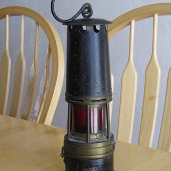 Railroad lantern w/striker