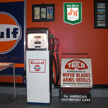 Gas pump from gulf oil - Petroliana