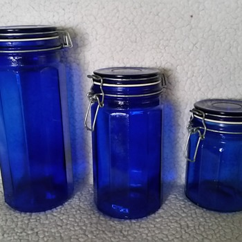 blue containers  - Glassware
