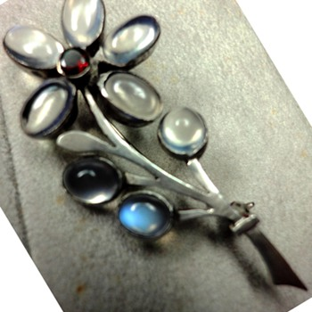Art Deco Sterling Silver Moonstone Flower brooch with Garnet - Art Deco