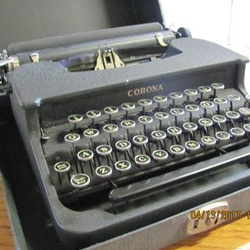 1941 LC Smith Corona Comet ( NON-Deluxe)