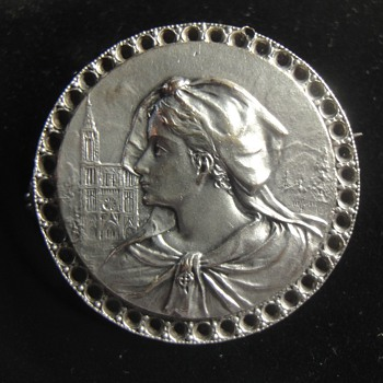 Round Sterling Silver Portret Brooch