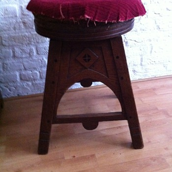 Art deco pianostool