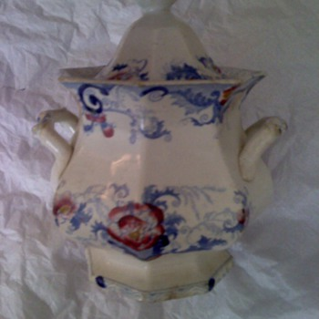 Can anyone identify this?  age? - China and Dinnerware