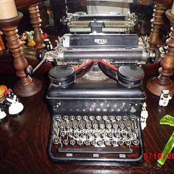 Royal Typewriter - Office