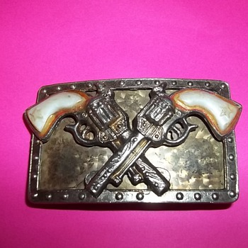 VINTAGE WESTERN PISTOL BELT BUCKLE - Accessories