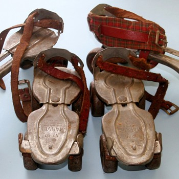 2 Pairs Of Vintage Children&#039;s Metal Roller Skates Globe Skate Corp. Menomonee Falls. WI