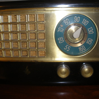 Emerson AM Tube Radio model 520 - Radios